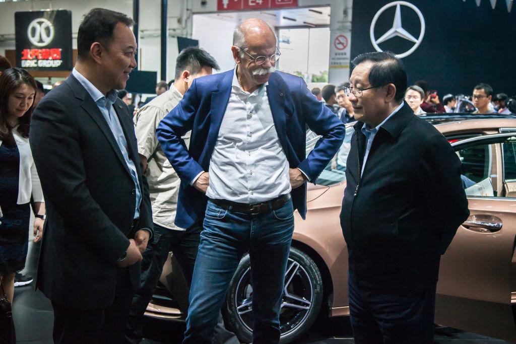 L'AD di Daimler Dieter Zetsche ha annunciato che il gruppo tedesco prevede un lieve incremento dei profitti nel 2019 (VCG/VCG via Getty Images)
