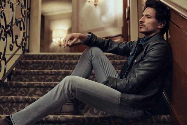 Camicia western in denim deep blu, giacca in pelle modello western, jeans grey délavé