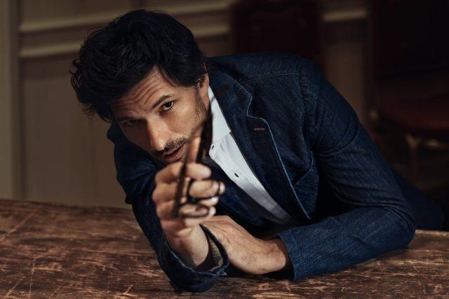 Moda uomo: Camicia in cotonne, blazer in denim