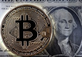 Bitcoin: non si arrestano le vendite, analisti stimano correzione del 40%