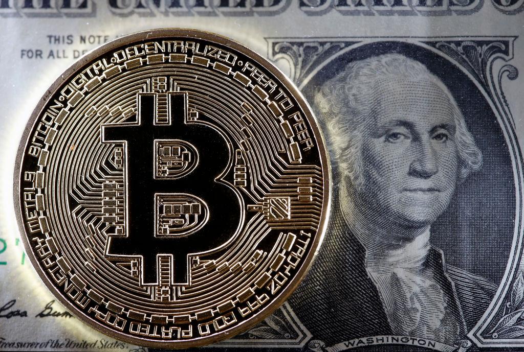 """""""Un milione di dollari di Bitcoin sarà sempre un investimento meno rischioso di un miliardo di dollari di azioni"""". Nel 2017 il prezzo del Bitcoin ha raggiunto i 20.000 euro ma poi è crollato anche sotto i 4.000 dollari (Chesnot/Getty Images)"""