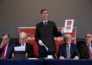 Brexit, May: ribelli vogliono la sua testa in cambio del deal