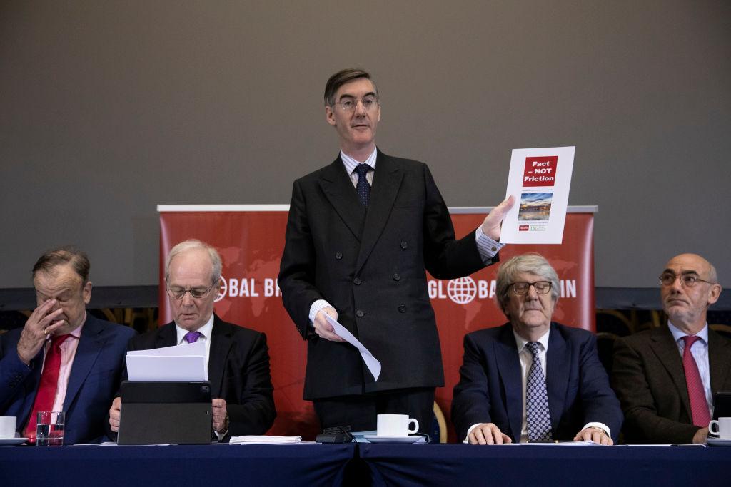 Brexit, euroscettici silurano piano May: no deal o rinvio articolo 50