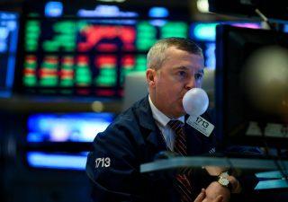 Borse: nuovi lockdown e rischi politici all'orizzonte