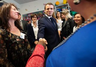 Macron ammette errori e all'Italia dice:
