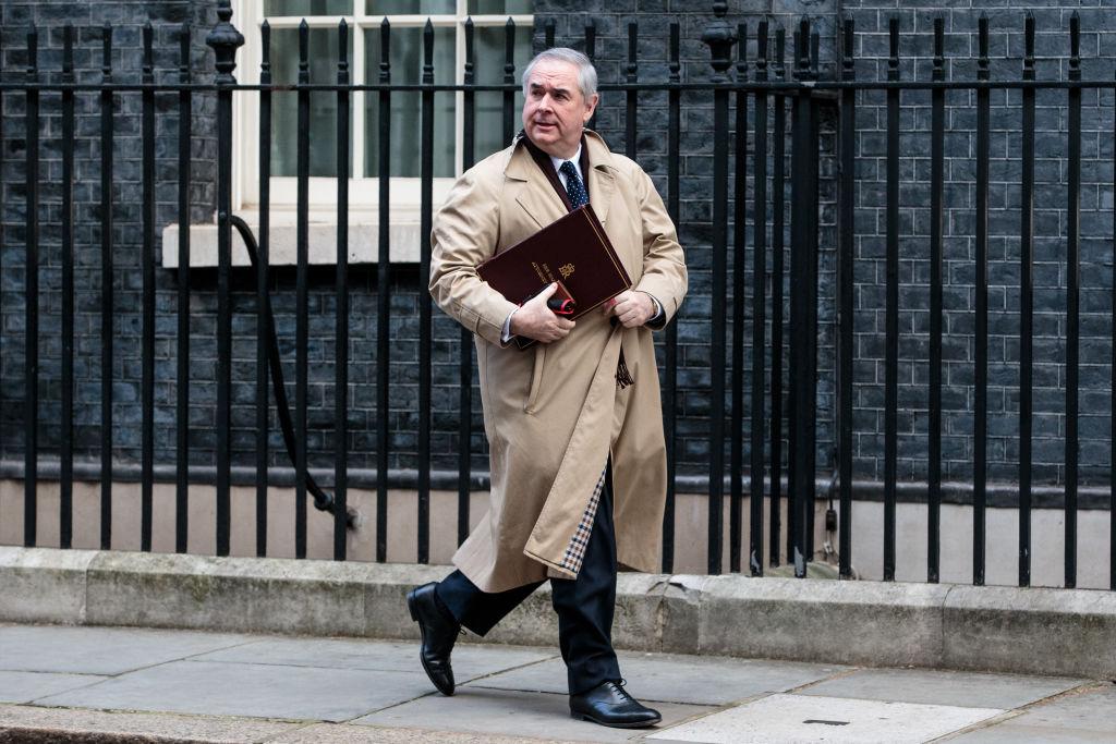 Brexit, Cox cestina intesa May Juncker: sterlina bastonata