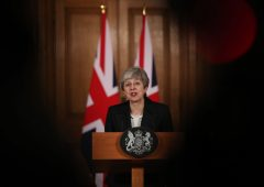 May umiliata, Westminster prende controllo Brexit