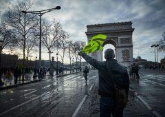 Gilet gialli: stop alle manifestazioni sui Campi Elisi