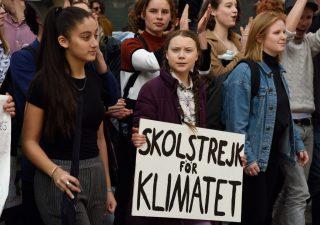 Giovani in piazza per il clima: 16enne Greta Thunberg verso il Nobel