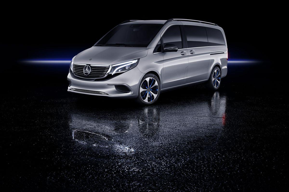 Il minivan elettrico di Mercedes-Benz EQV è dotato di un motore da 200 cavali ed è in grado di percorrere 249 miglia di distanza con una ricarica