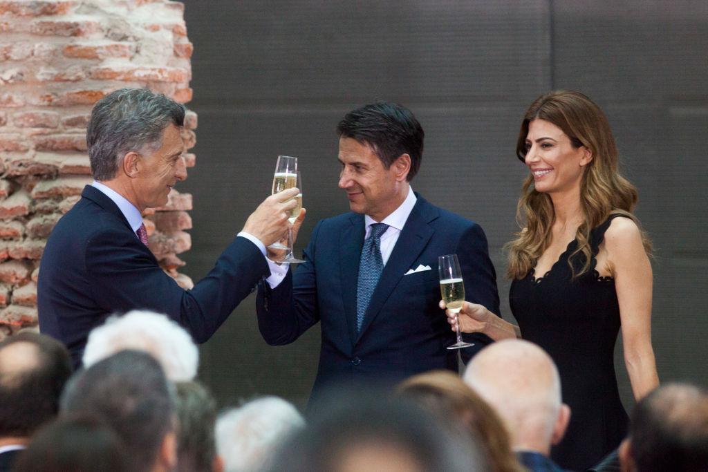 Macri fa un brindisi in compagnia del primo ministro italiano Giuseppe Conte  toasts with Prime ai margini del G20 di Buenos Aires, svoltosi il 29 novembre del 2018 (Ricardo Ceppi/Getty Images)