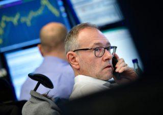 Risparmio gestito: febbraio leggermente negativo, investitori in fuga dall'azionario