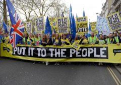Brexit, Hammond: salgono chance di nuovo referendum