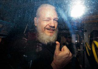 Assange condannato a 50 settimane di prigione, possibile estradizione in Usa