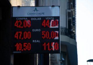 Peso argentino ancora sotto torchio: timori economici e politici