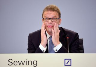 "Deutsche Bank, CEO ridimensiona investment banking: tagli ""pesanti"""