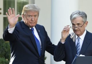 Trump attacca la Fed e Powell: