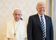 "Papa Francesco: ""Chi costruisce muri per i migranti diverrà prigioniero"""