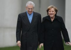 """Monti: """"Spread alto solo in Italia"""". Ma si dimentica di un paese"""