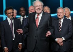 Buffett scommette sul gas naturale, compra quota di Dominion Energy per $10 miliardi