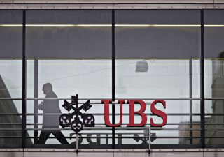 Ubs scarica sui clienti politica espansiva, tassi negativi sui conti più ricchi