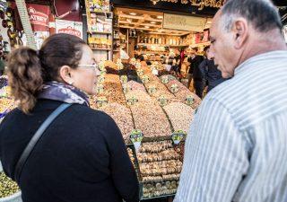 Pressione fiscale sale: famiglie consumano meno e risparmiamo di più