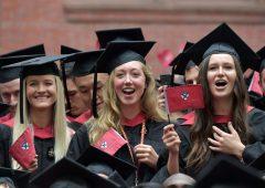 """Classifica, ecco le università più """"redditizie"""" per le donne"""