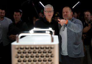 Jony Ive, designer dell'iPhone lascia Apple. In fumo 9 miliardi