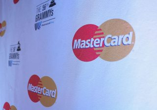 Pagamenti in Italia, Mastercard dichiara guerra al contante
