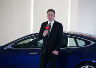 Tesla mette il turbo: quarto trimestre di fila in utile. Musk fa il pieno di stock option