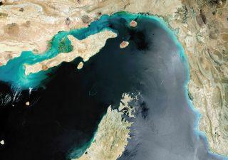 Balzo petrolio, sotto attacco lo snodo più importante al mondo