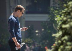 Facebook: azionisti chiedono testa di Zuckerberg ma AD si salva