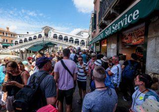 Spendere troppo in vacanza: i sette errori più comuni
