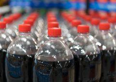 Greenpeace: Coca Cola e Pepsi via dall'associazione Usa della plastica
