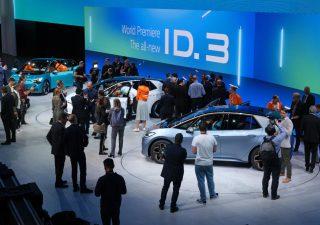 Volkswagen alza il velo su ID.3 a Francoforte, auto elettrica che vuole diventare prodotto di massa