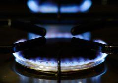Luce e gas: quanto si risparmia passando al mercato libero con gli omaggi delle compagnie