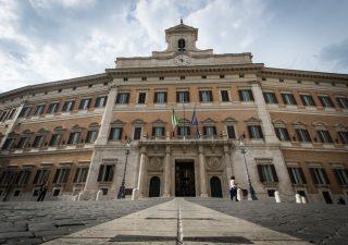Altro che spending review, la PA italiana costa 100 miliardi all'anno