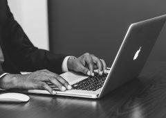 Smart working, gli svantaggi per il benessere psicologico (e come affrontarli)
