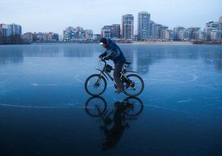Poche bici e mezzi pubblici e troppe auto vecchie: ecco come si spostano gli italiani