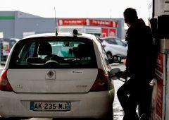 Auto, il 79% di chi ha lasciato il diesel nel 2019 è tornato al benzina