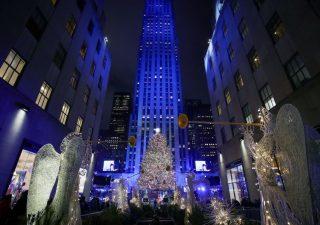 Natale 2019: italiani spenderanno metà budget per il regalo al partner o ai figli