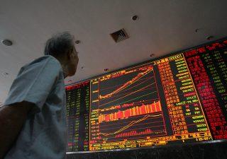 Fondi comuni, a maggio riscossa degli azionari e del pharma