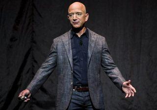 Amazon batte le attese e il patrimonio di Bezos vola sopra i 200 miliardi