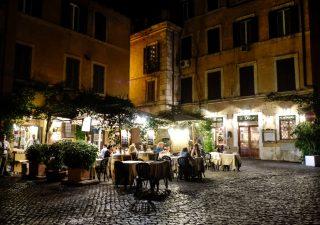 Gli italiani spendono sempre di più per ristoranti e bar