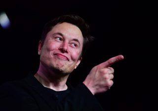 Tesla superstar, vale più degli altri big dell'auto messi insieme