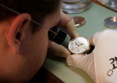 Cambiano le abitudini degli italiani, ora investono in orologi e opere d'arte