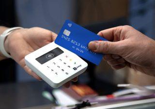 Pagamenti contactless, da gennaio fino 50 euro non servirà il PIN