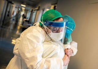 Coronavirus, in aumento i contagi e i ricoveri in Italia nell'ultima settimana