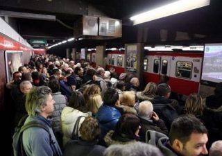 Atm di Milano: il distanziamento sociale sui mezzi pubblici è impossibile