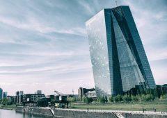 Dividendi banche: Bce allenta stretta, nuove regole valide fino a settembre 2021